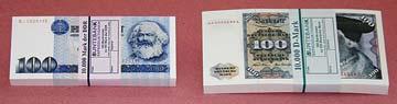 Filmgeld 100er Geldbuendel D-Mark Ostmark-Stapel.jpg
